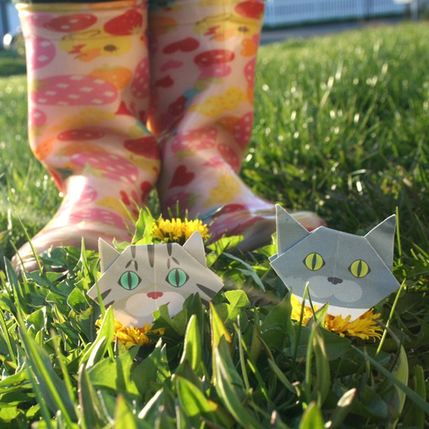 Dandelions are fun to bounce on!(Don't step on us, though...) タンポポのトランポリン~!(踏まないでね☆)   #折り紙#cat #neko #catsofinstagram #origami#catchyboutique #origamicat #shopify