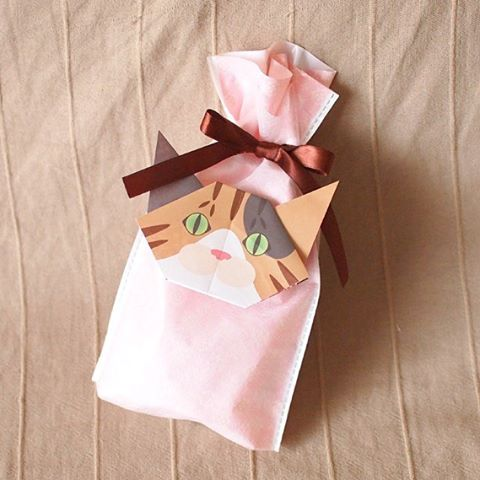 """Send your special gift with Catchy Cat Origami猫折り紙でプレゼントを素敵にラッピング ️Check out """"Catchy-boutique"""" in our URL."""