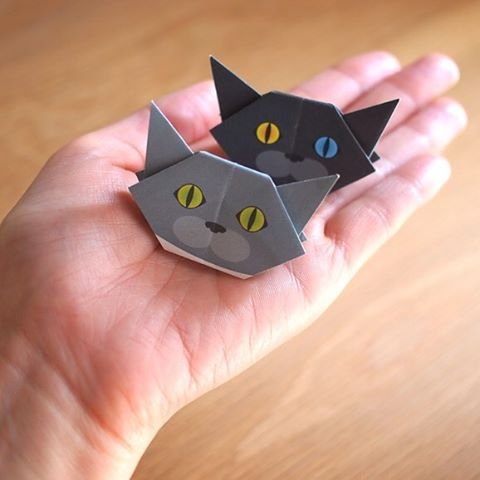 """The minis are palm sized cat origami.You can be creative with the minis!ミニサイズは手の平サイズ!アイデア次第で色んな使い方ができます ️Check out """"Catchy-boutique"""" in our URL.#折り紙 #cat #neko #ねこ #ネコ"""