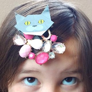 "My own tiara with Melody the cat.自分でティアラ作ったよ♪ ️Check out ""Catchy-boutique"" in our URL.#折り紙 #cat #neko #ねこ #ネコ#catsofinstagram #origami #catorigami#catchyboutique #origamicat #shopifyImportant Announcement:We have changed our account name from ""catchy_business"" to ""catchyboutique"" Thank you very much!"