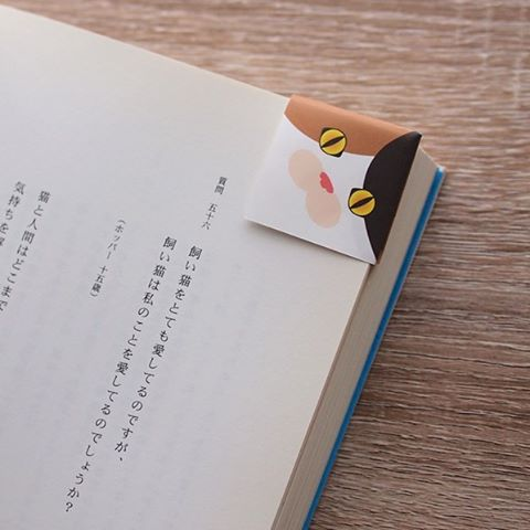 """Easy Origami cat bookmark!猫のブックマーク、簡単にできますよ。Watch a video to learn how to make. 作り方はビデオをご覧ください。Check out """"Catchy-boutique"""" in our URL.#折り紙 #cat #neko #ねこ #ネコ"""