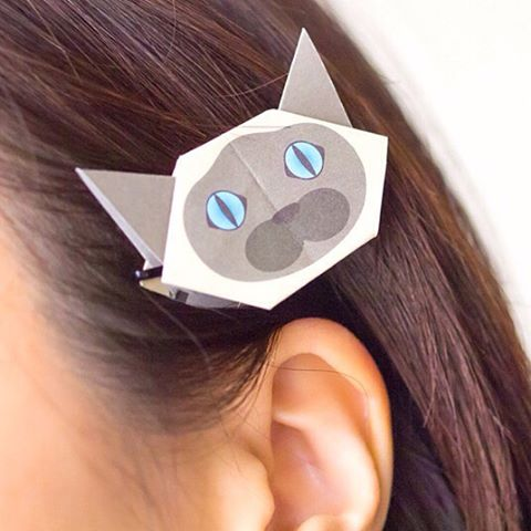 "Unique  accessory with Catchy Cat Origami.The Mini Cat Origami are perfect for DIY hair accessory.Use a pin to put on your bag, too!Enjoy crafting with Catchy Cat Origami !Enjoy making crafts with Catchy Cat Origami!:Catchy猫おりがみで世界に一つだけの猫アクセサリーのできあがり!ミニ折り紙にヘアピンをつけるだけで髪飾りやバッグ、小物等好きなアイテムに装着できます♪あなたの身の回りのものでオリジナル猫グッズを作ってみてくださいね!:☞Check out ""Catchy-boutique"" in our URL☞Follow: @catchyboutique☞tag: #catchy222 to share your photo with catchy goods:#origami #折り紙 #cat #neko #ねこ #ネコ"