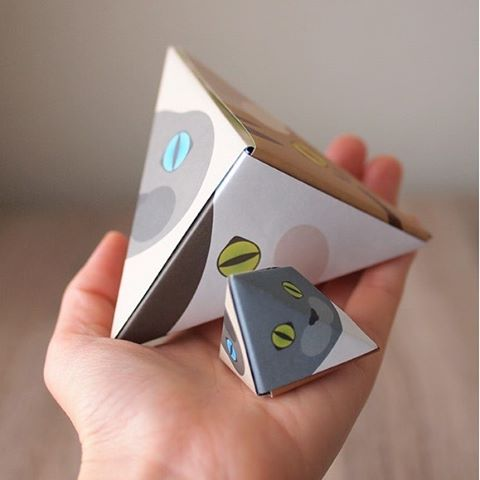 """Let's make a triangle gift box with Catchy Cat Origami!Cat Origami pyramid, made with 3 sheets of origami paper.This 3D cat face is perfect for room decor, or even as a gift box.:猫おりがみで三角BOXを作ってみよう!猫折り紙を3枚組み合わせて作る、三角BOX。立体的な猫顔は飾っても可愛いし、中にちょっとしたプレゼントを入れることもできます。:☞Check out """"Catchy-boutique"""" in our URL☞Follow: @catchyboutique☞tag: #catchy222 toshare your photo with catchy goods:#origami #折り紙 #cat #neko #ねこ #ネコ"""