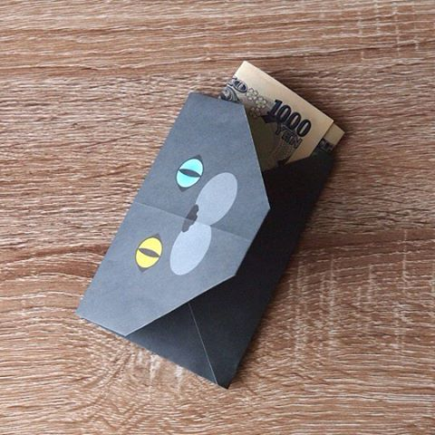 """In Japan, when you give a small gift for someone,we put itinto a little gift envelope, called """"Pochibukuro"""".:猫折り紙で可愛らしく想いを伝えませんか?日本ではお小遣いや心付けでお金を渡す時、紙幣を封筒や紙で包みます。丁寧に包むことで「心遣い」を相手に伝えるのです。:☞Check out """"Catchy-boutique"""" in our URL☞Follow: @catchyboutique☞tag: #catchy222 toshare your photo with  catchy goods:#origami #折り紙 #cat #neko #ねこ #ネコ"""