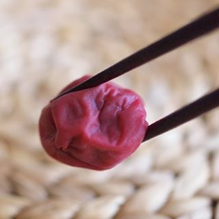 "Updated Catchy boutique blog.:Catchy boutiqueのブログを更新しました!日英表記です。:【Making Homemade Umeboshi, Japanese Traditional Salt-Preserved Plums.】伝統的な日本の保存食、梅干しを手づくりしよう!:︎Check out ""Catchy-boutique"" in our URL.:#umeboshi #japan #japanese"
